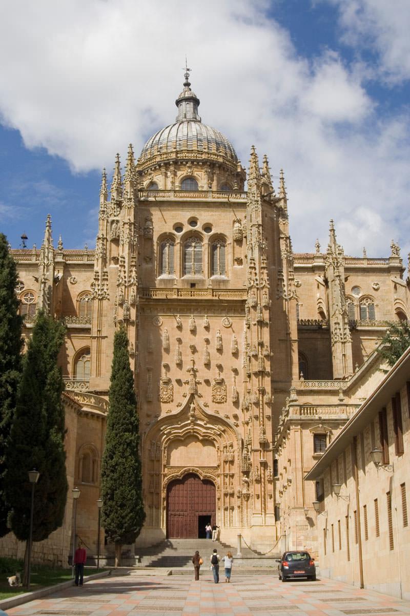 Entrada a la Catedral Vieja de Salamanca