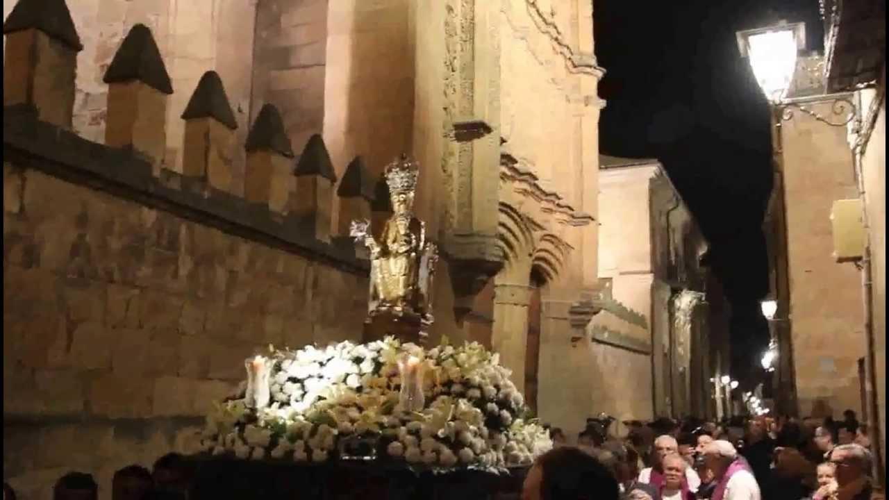 Virgen de la Vega junto a la Universidad